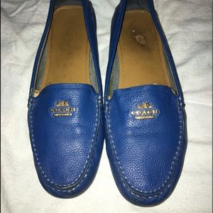 Coach woman's blue leather loafers SZ: 9.5b